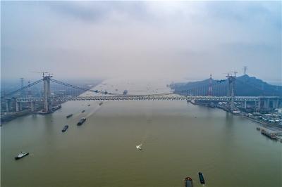 废渡上的大江 ——央视《长江行》摄制组在西津渡