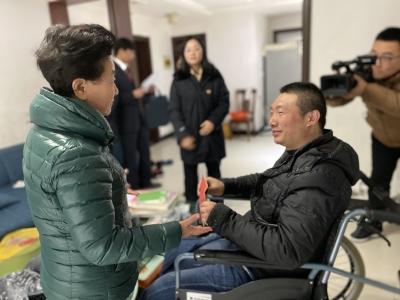 春节送温暖 市慈善总会慰问刑事被害人困难家庭