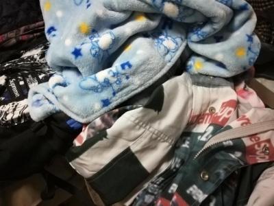 暖暖的爱!四女子给远方贫困孩子寄衣服和玩具 已坚持十年