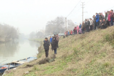 镇江一男子聚会后失联   疑似骑电动车坠入河中