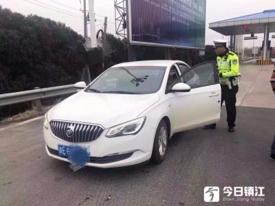 司机高速路上突发疾病,交警及时救助转危为安
