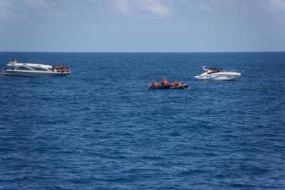 菲律宾长滩岛发生游船倾覆事故 造成中国游客1死3伤