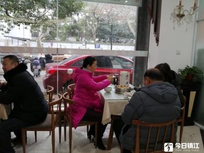 """喝腊八粥,送礼包!这家早茶店暖心宣传""""镇江三怪""""文化"""