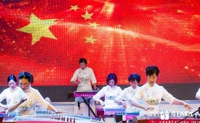 弘扬传统文化 古筝齐奏迎新年