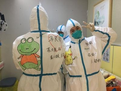 """最萌防护服!缓解儿童患者对""""外星人医生""""的恐惧"""