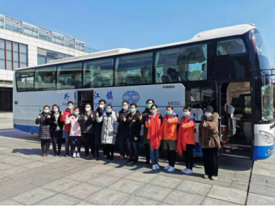 镇江交通部门为出征前线医护人员保驾护航