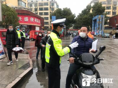 镇江新区交警迅速开展交通安全进万家宣传活动