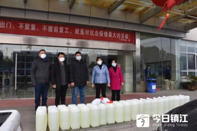 社区矫正人员捐赠1000斤消毒液支援防疫