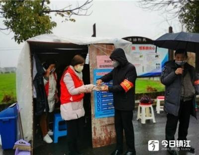 扬中利民为民志愿者给疫情防控工作人员送爱心午餐