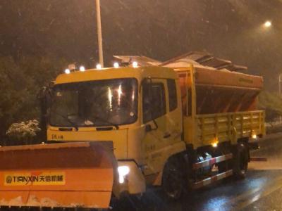 以雪为令!市城管局连夜对市区桥梁开展融冰作业