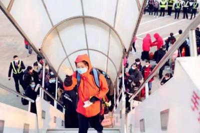 特写|驰援武汉:一位中国机长的三个半小时