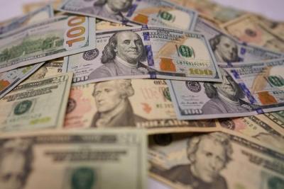 """财经观察:逆势""""强美元""""或将加剧金融市场风险"""