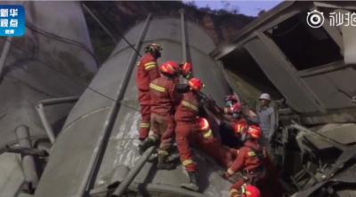 贵阳城区一混凝土公司发生滑坡:5人获救,7人失联