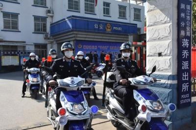 """群防群治""""提档升级"""",30辆编外""""警车""""上岗 镇江成立首支电动车义务巡逻队"""