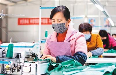 中国稳就业的基础相当稳(锐财经·一手抓防疫  一手促发展(32))