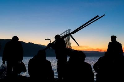 长江村疫期帮助退渔渔民再就业  办理复工证明100多份