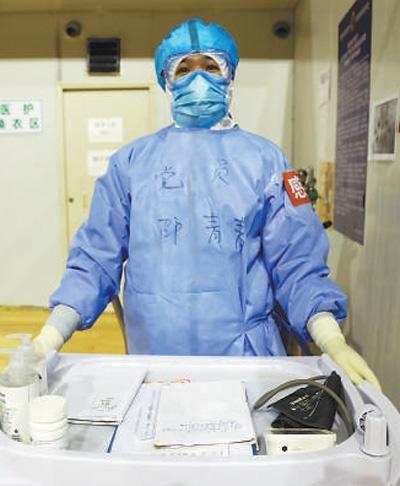 """河南支援湖北医疗队成员、""""90后""""护士邵青青——""""严格是为了确保大家的安全""""(一线抗疫群英谱·青春力量)"""