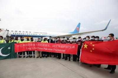 中国专家向在巴基斯坦华侨华人教授如何防疫