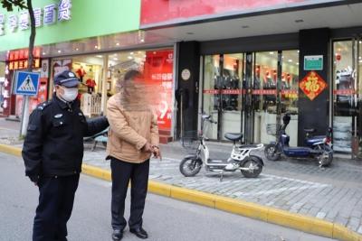 外卖员送餐车不翼而飞,小偷销赃回头被警方逮正着
