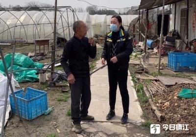 受疫情影响刑事被害人家庭青菜滞销,丹阳检察官一边帮收一边帮卖