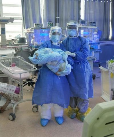 直通黄石 新生儿隔离区:穿防护服在24℃暖房工作是啥滋味