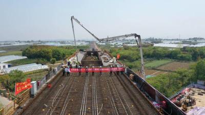 南沿江城际铁路句容段首个支架连续梁即将合龙