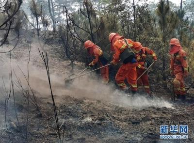 四川凉山森林火灾继续扑救