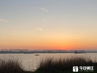 丹阳界牌镇:日出江花红胜火,春来江水绿如蓝