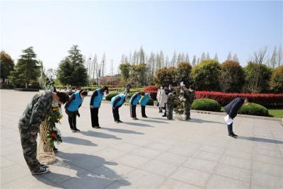 扬中长江拥军社祭奠革命先烈