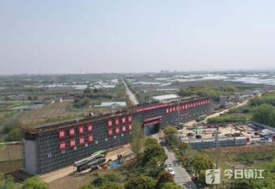 南沿江城际铁路句容段展开连续梁施工 12个小时连续浇筑370多立方米混凝土
