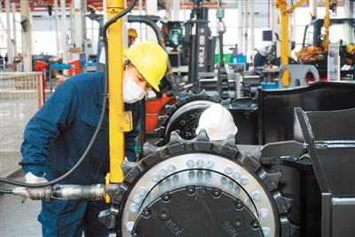 3月份中国国内挖掘机械产品销量同比增长11.2%,创历史单月新高挖掘机变忙,释放积极信号