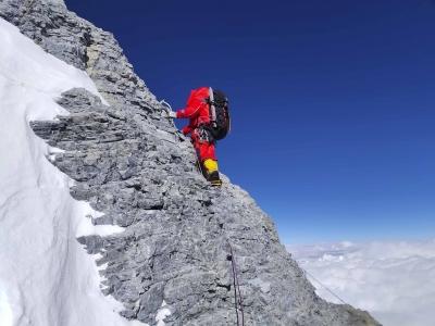 计划27日凌晨攻顶!测量登山队挺进海拔8300米