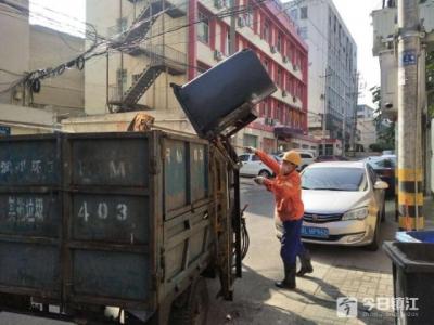 镇江爱心团队关怀城市美容师 他们期待更多的理解
