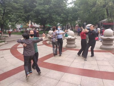 国际家庭日,这些老人跳舞秀恩爱