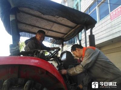 """宝堰有个农机""""医生""""张小强 修理农机不收费,人称他""""傻小强"""""""