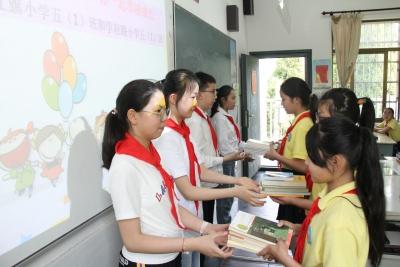 手拉手,共谈学习心得 红旗小学与学府路小学结对交流