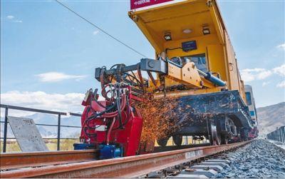 川藏铁路项目稳步推进(统筹抓好改革发展稳定各项工作)