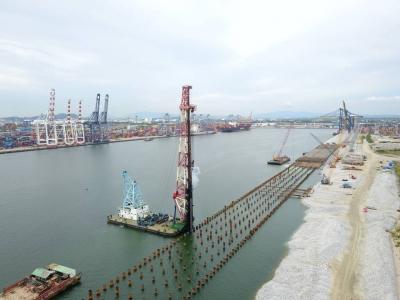 在镇央企承建的泰国和黄码头一期扩建项目沉桩完工