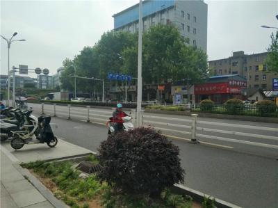 定了!江苏骑电动车强制戴头盔,载人年龄上限放宽至16周岁