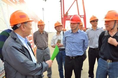 一切为了员工 一切依靠员工 ——记市劳模、镇江港务集团党委书记、董事长黄立平