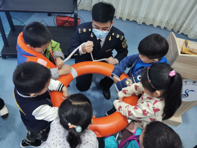 """""""现场+网络""""课堂  为700多学子筑起水上安全网"""