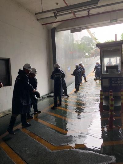 """汛期""""暴雨""""来袭怎么办?市城管局举行停车场防汛应急演练"""
