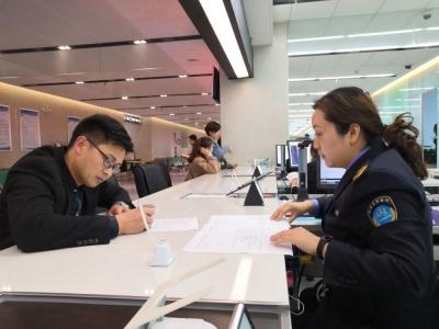 """镇江政务办""""加、减法""""审批服务让办事群众不跑腿、少见面"""