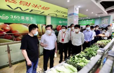 市政府邀请市人大代表视察主城区菜市场 聚焦民生实事 回应群众关切