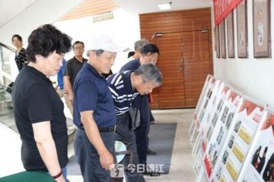 镇江新区档案馆开展国际档案日宣传