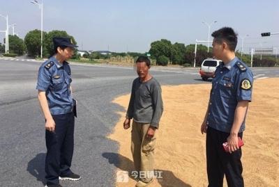 镇江专项整治占道晒谷行为 部分省道上还有晒场,安全隐患大