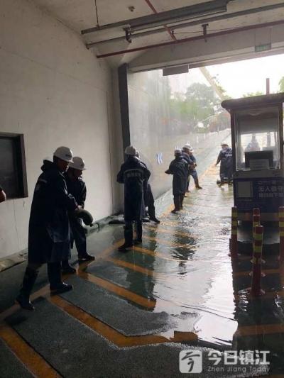 """汛期""""暴雨""""来袭怎么办?镇江城管局举行停车场防汛应急演练"""