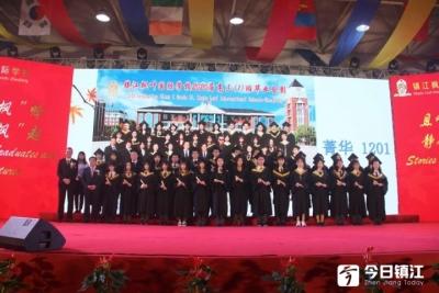 镇江枫叶中西融合教育再结硕果 世界百强大学录取率达到76.73%