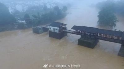 """婺源八百年彩虹桥部分桥面被洪水损毁,全网寻找""""国宝""""!"""