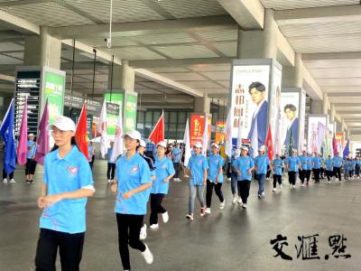 江苏1268名大学生志愿者出征赴苏北和西部
